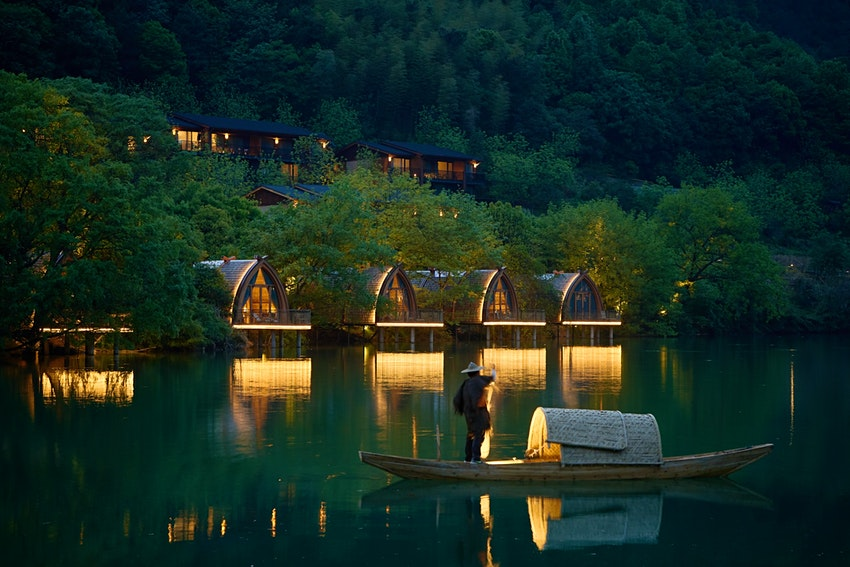 Boat-Rooms-on-the-Fuchun-River-in-China